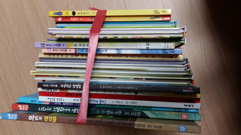 아이들 동화책, 그림책, 과학책 입니다.
