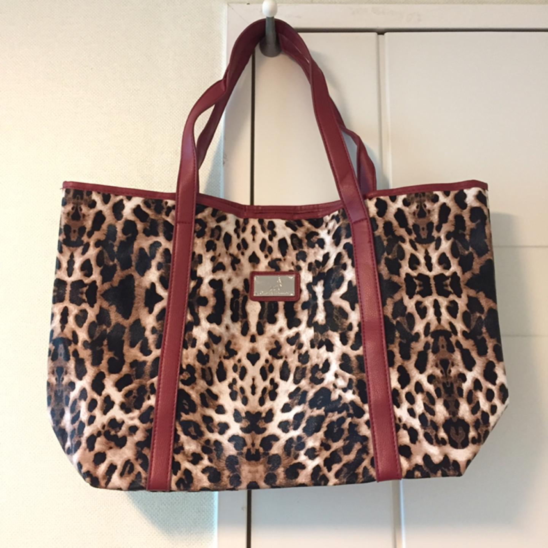 올리비아 하슬러 가방 (새 상품)