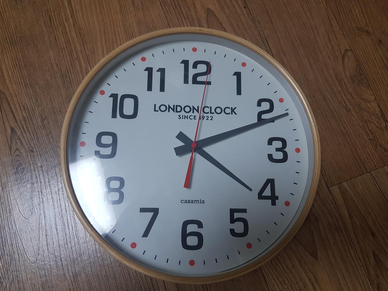 까사미아 원목벽시계 판매합니다.