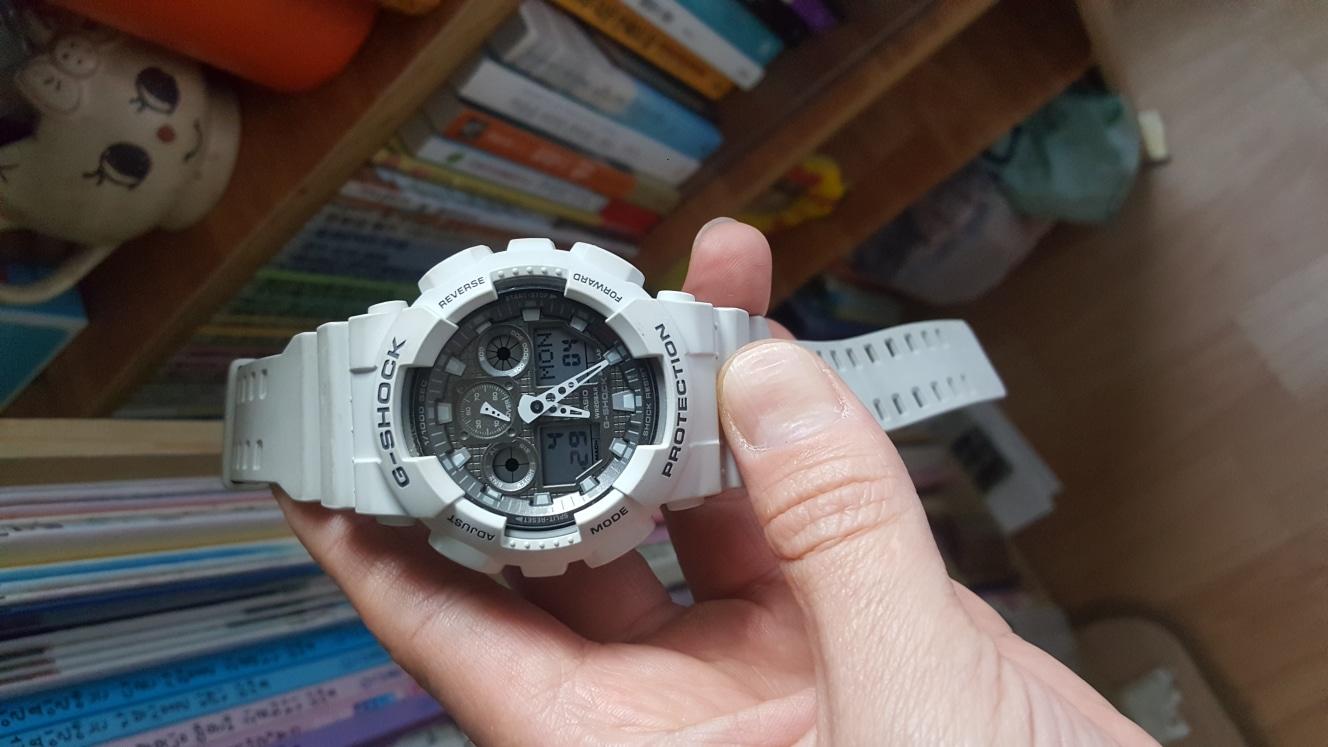 (가격내림)시계 남녀공용 알큰 지샥(쥐샥)화이트 시계~~ 정품