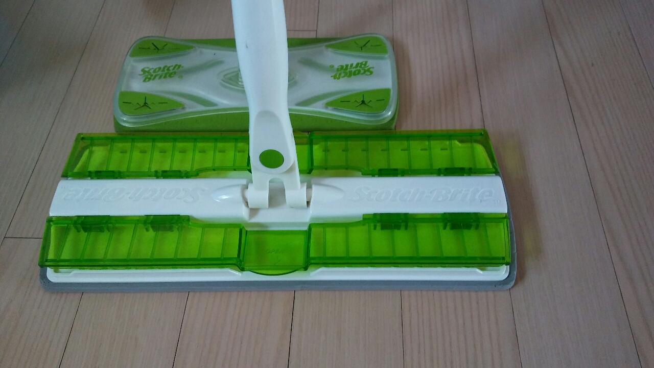 스카치브라이트~유리창닦는거랑 바닥닦는 거2개ㆍ먼지붙이는거 ㆍ1개