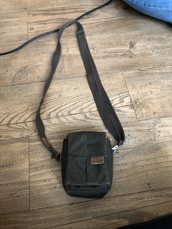 내셔널지오그래픽 디지털카메라용 가방입니다.