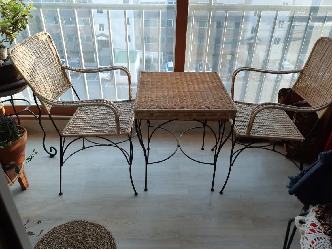 티 테이블. 의자