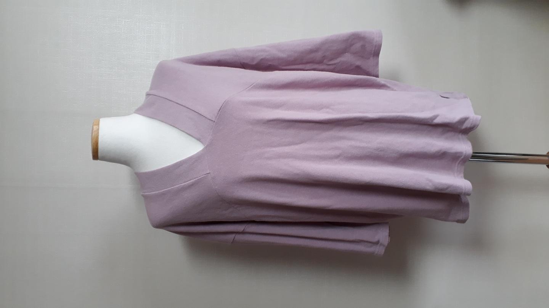 예쁜  핑크 브이넥  티셔츠