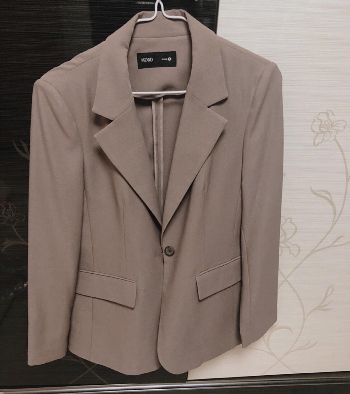 미쏘에서 작년에 구매하고 두번 입은 55 사이즈 자켓 팝니다