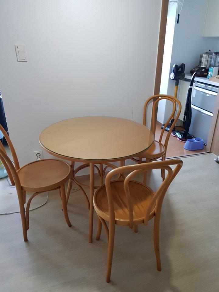 까사미아 식탁(의자3개 포함)