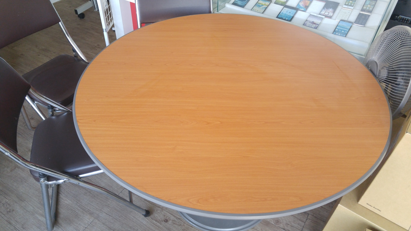 원탁테이블 3만,  접이식 의자 개당 5천원 팝니다.