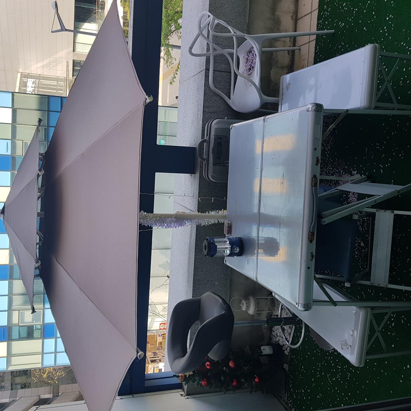 콜맨 캠핑 의자 탁자 테이블 파라솔 간이