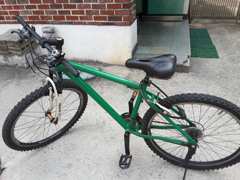초록색 알톤 알루마늄 자전거