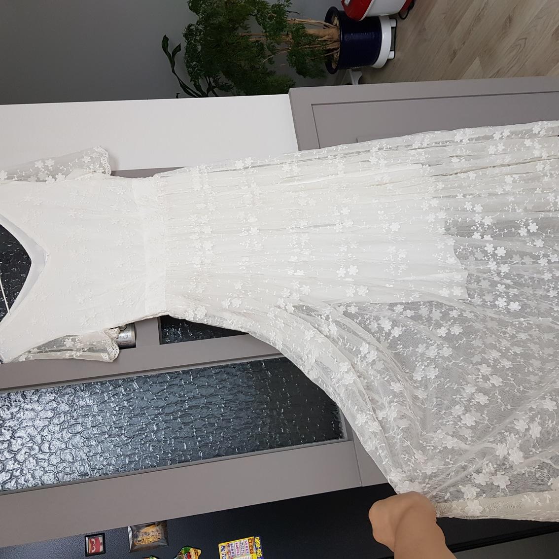 드레스  (셀프웨딩. 결혼식. 촬영) 착샷
