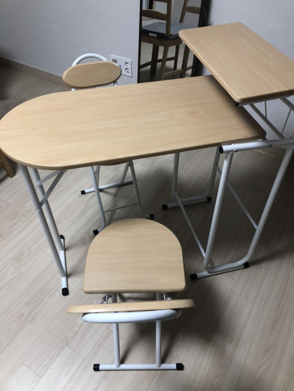 철제 접이식 의자 책상 나눔합니다.