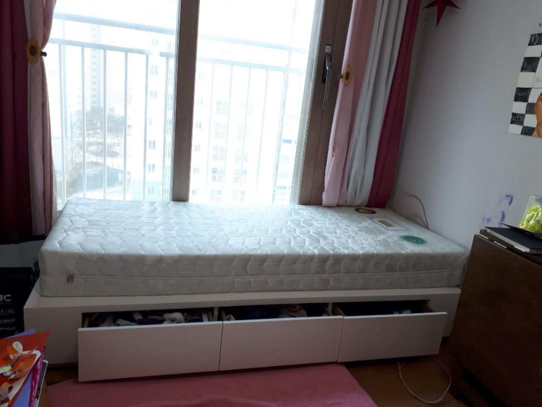 화이트 침대,수납형침대 ,작은침대,