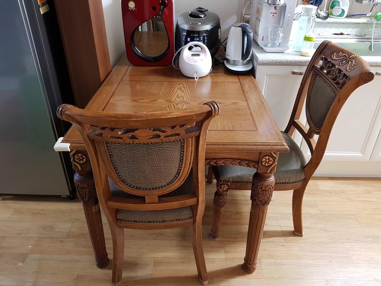 4인용식탁 의자2개