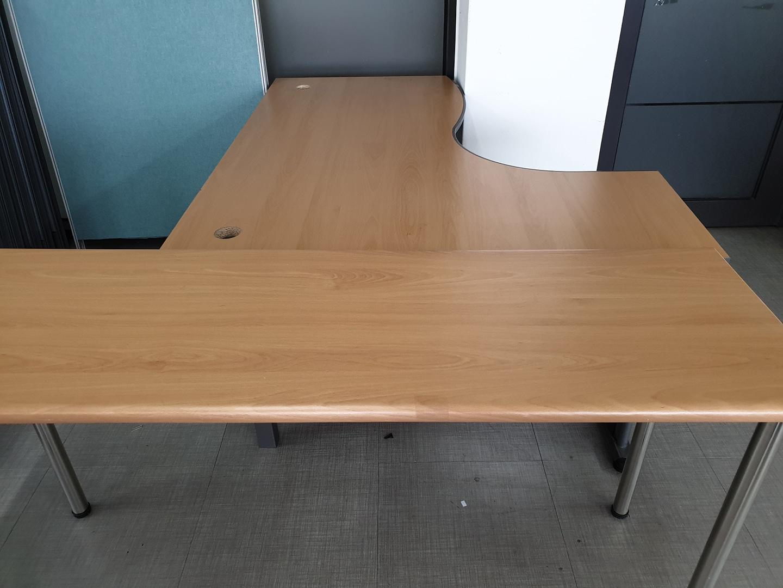 사무용 책상. 테이블.파티션.의자