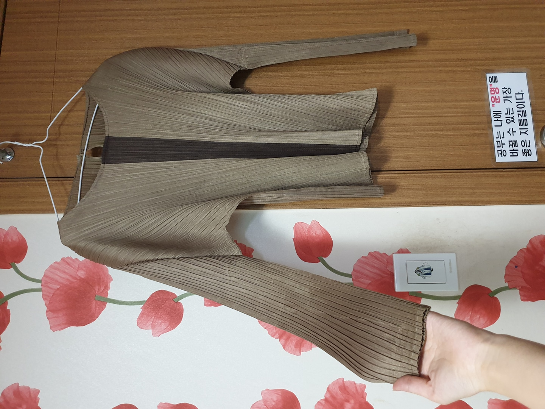 고급스럽고 독특한 새상품 여성상의 셔츠 블라우스 편한옷 여성의류 긴팔 여성티
