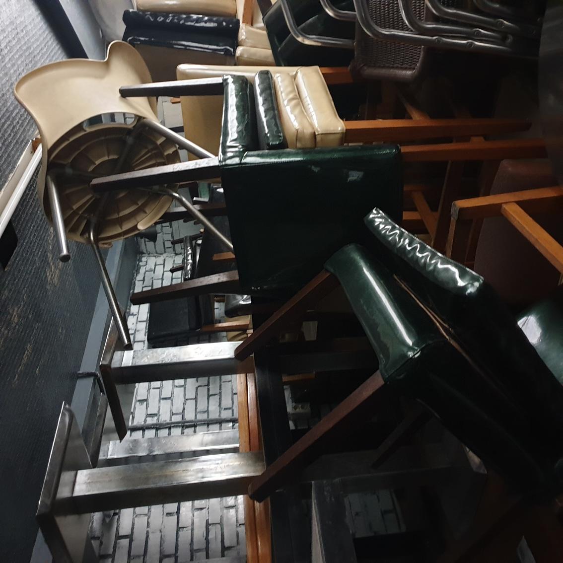 [재개발이주민의 눈물떨이] 의자, 쇼파, 테이블, 테이블 다리~실사용 6개월! 방치된지 수년째, 입양해가실분~