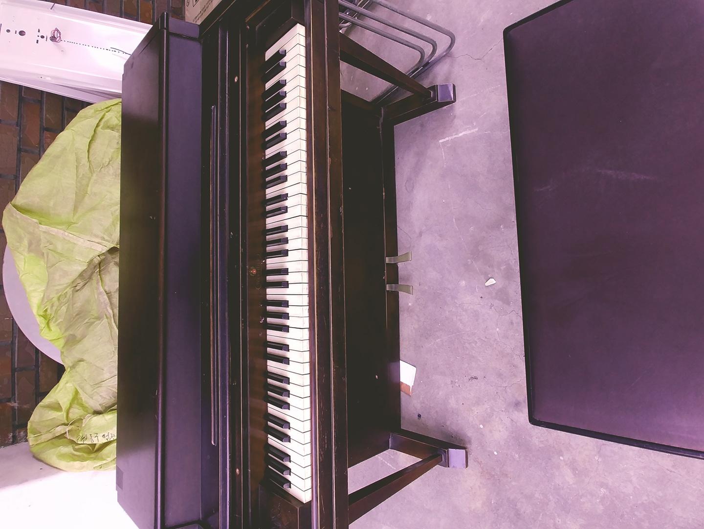 애약중    80년 넘은 피아노  미국산  아직까지  소리도  잘나오고  인테리어 용 으로멎 짐니다