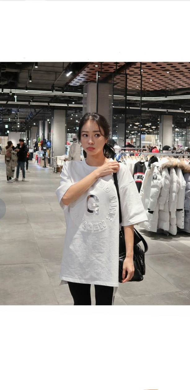 새제품 >> 화이트 엠보 롱 티셔츠