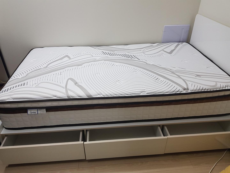 침대 매트리스 프레임 포함 22만원