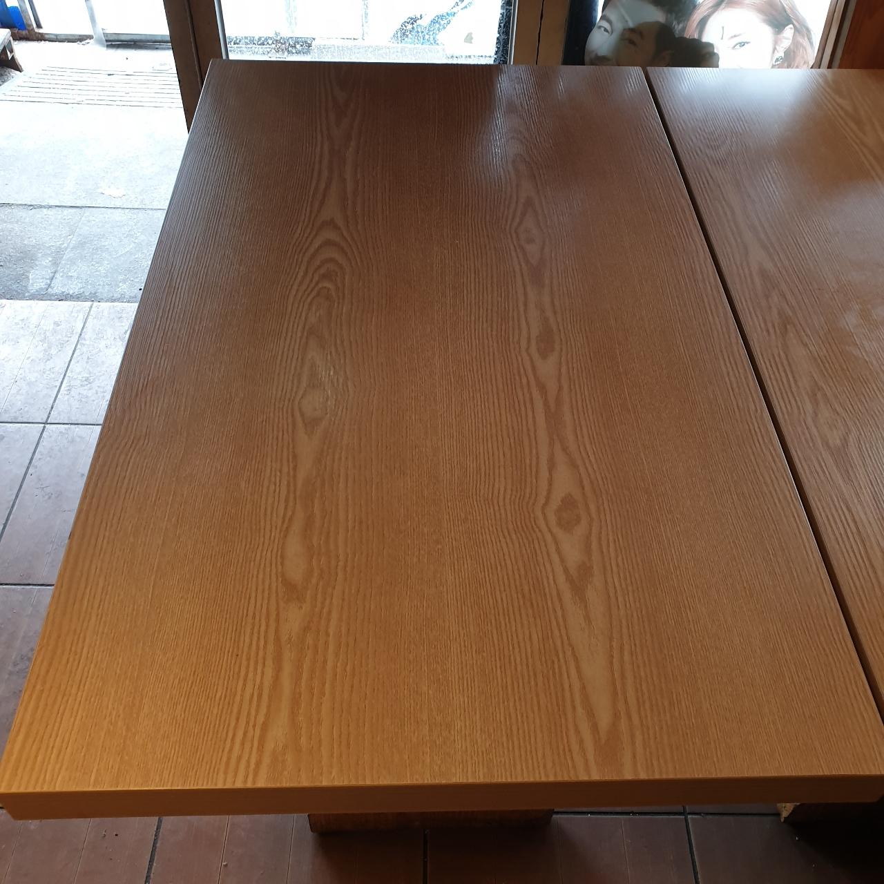 식당테이블 상판 깨끗함