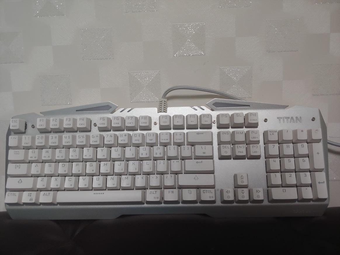 제닉스 TITAN MARK VII 게이밍 키보드 팔아요^^