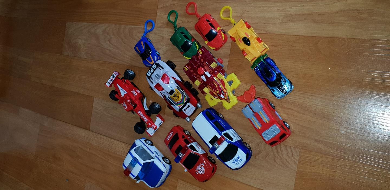 ♡폴리경찰차,소방차등 큰자동차6개 터닝메카드작은차6개,열쇠고리됨 건전지 ♡일괄만오천원여♡