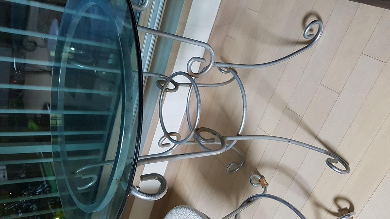 유리선반 탁자와 의자