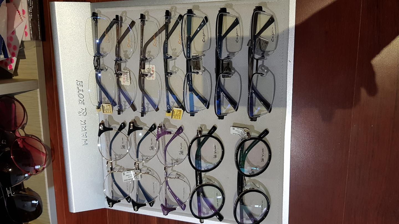 안경테 새상품 남녀노소 다 쓸수있어요~ 개당 103,000~198,000원 안경테를 개당 3만원에!