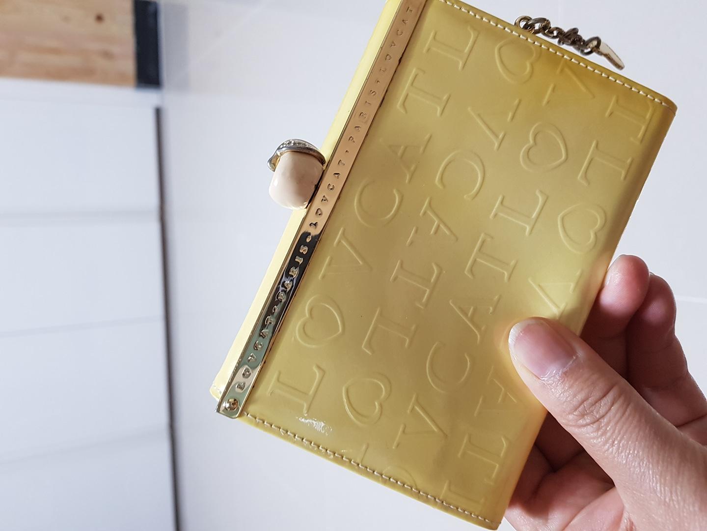 러브캣 손지갑입니다.색깔 넘이쁘고 지갑상태좋아요