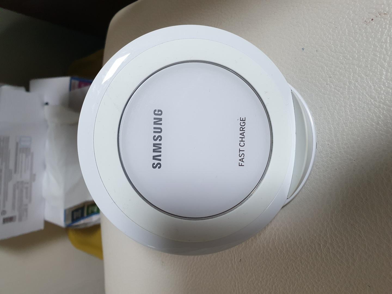 삼성 고속 무선 충전기 팝니다 NG930