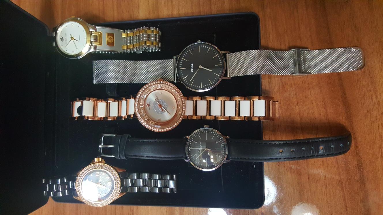 ●갖고있는시계중 안쓰는 시계 팔아요~.