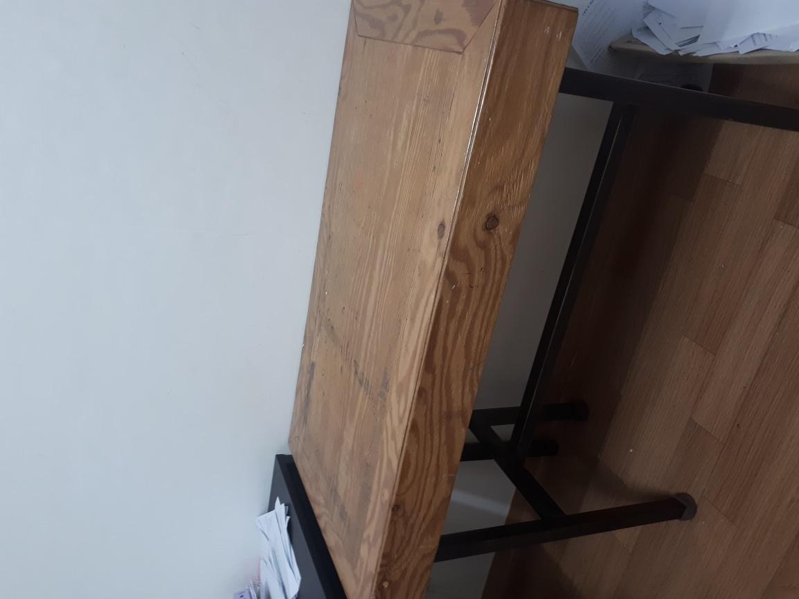 에어컨 독서실책상 의자들 선풍기 책상