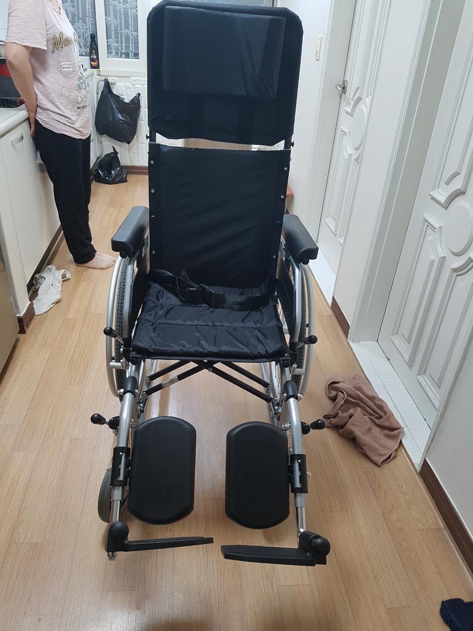 침대형 알루미늄 휠체어 팝니다