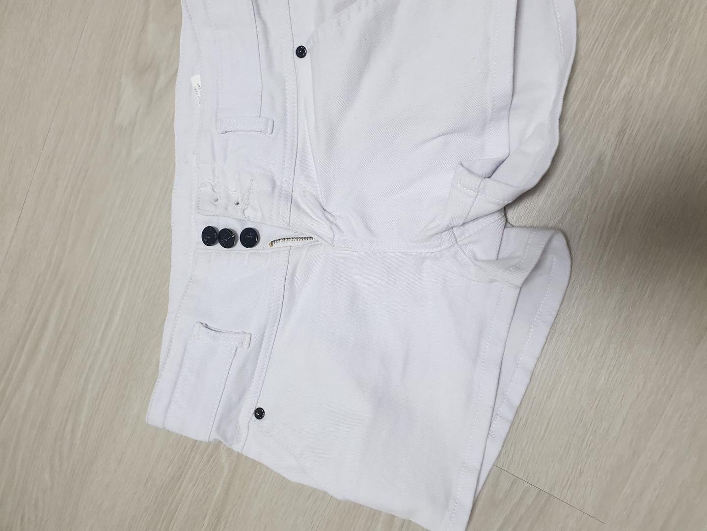 [옷장정리] 흰색 하이웨스트 투버튼 반바지