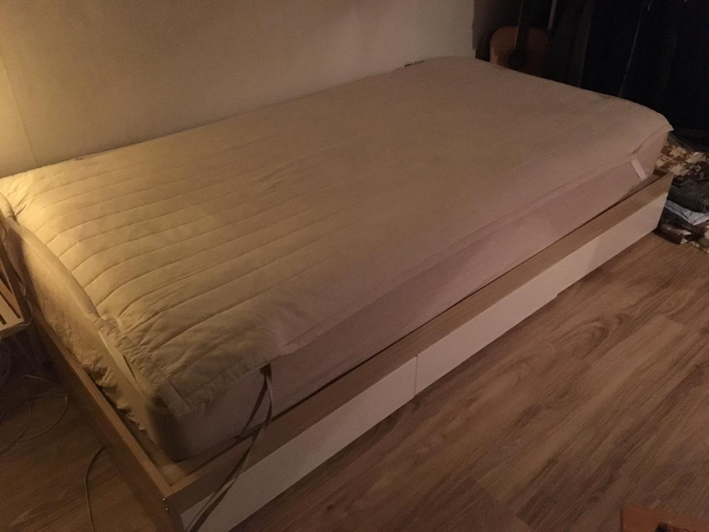 서랍장이 달려있는 침대 판매합니다.