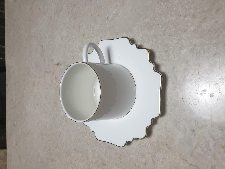 골드 띠 커피잔