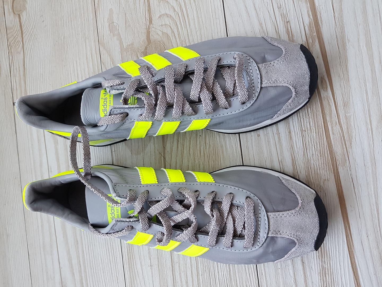 아디다스 신발입니다