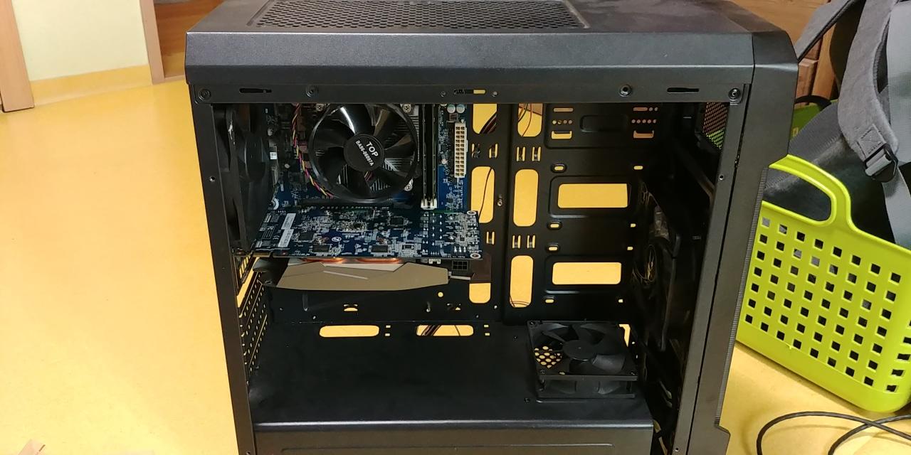 i5 램 8기가 고사양 컴퓨터 (키보드 공유기 모니터포함)게이밍 pc배그(매낮으로 구동 가능)