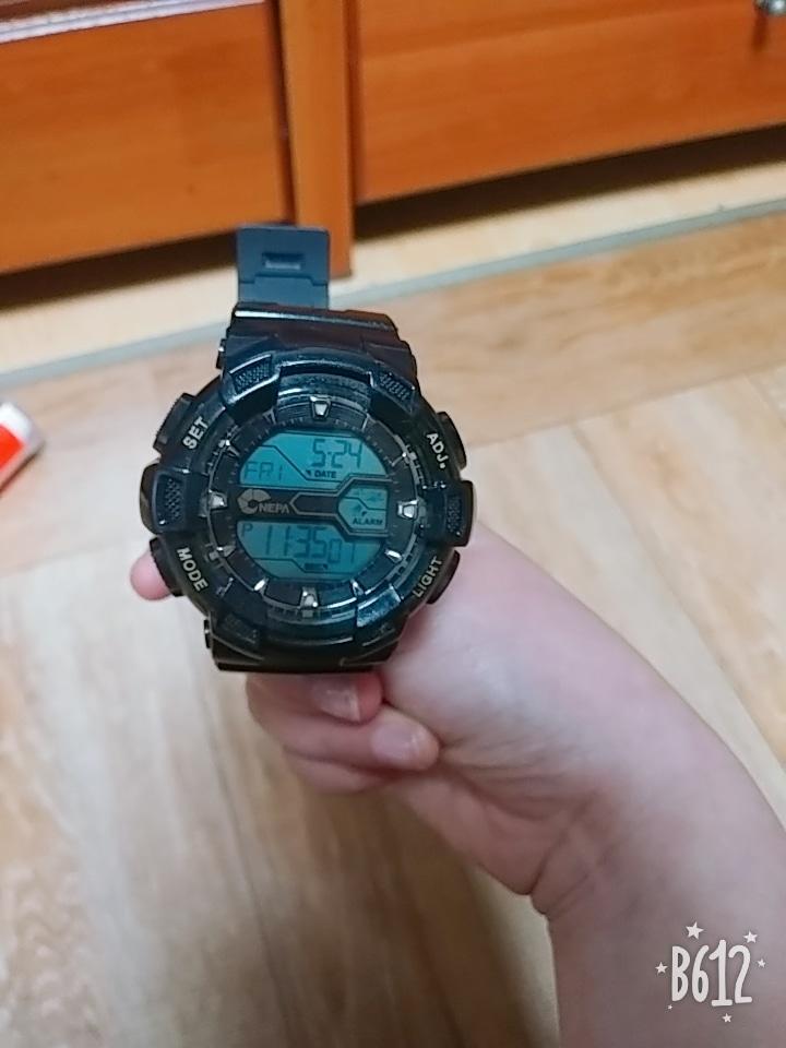 네파 손목시계