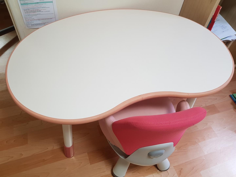 일룸 땅콩책상과 윙키즈 의자