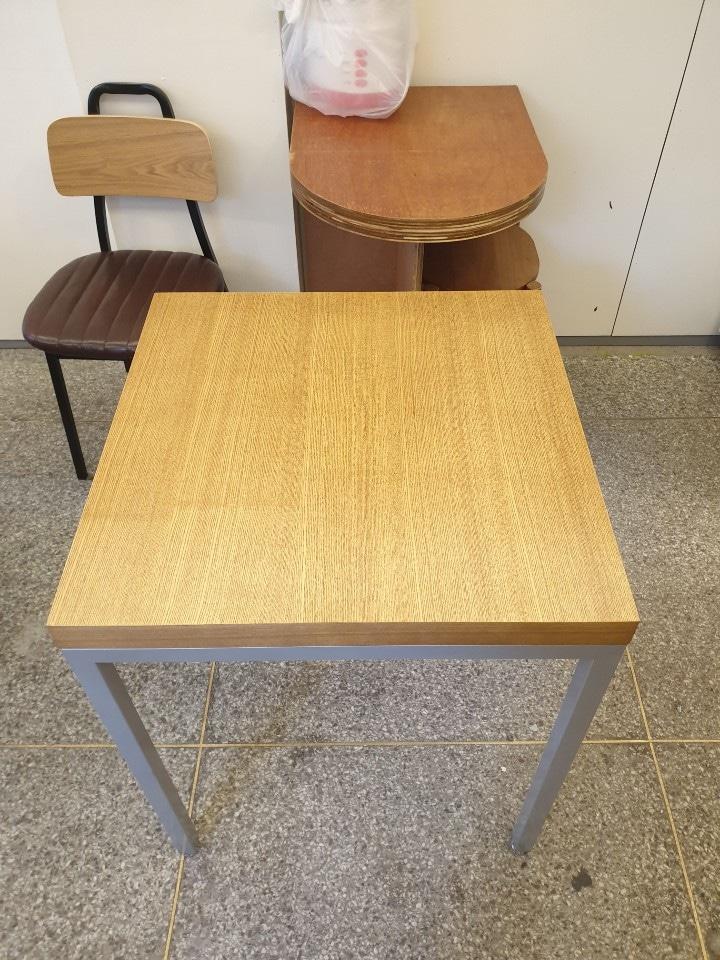 (급)(+수정 추가) 가게처분으로 6개월사용한 테이블 의자 팔아요