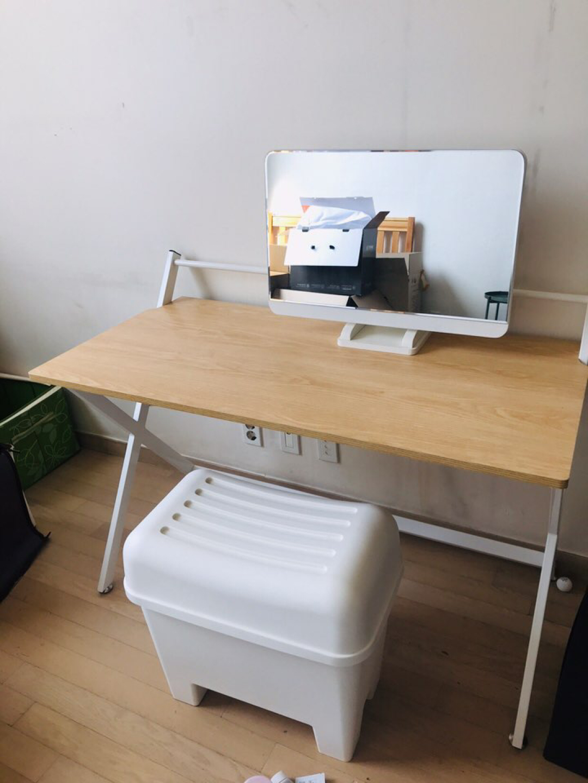 깔끔한 화이트 철제 우드 테이블 책상 높이