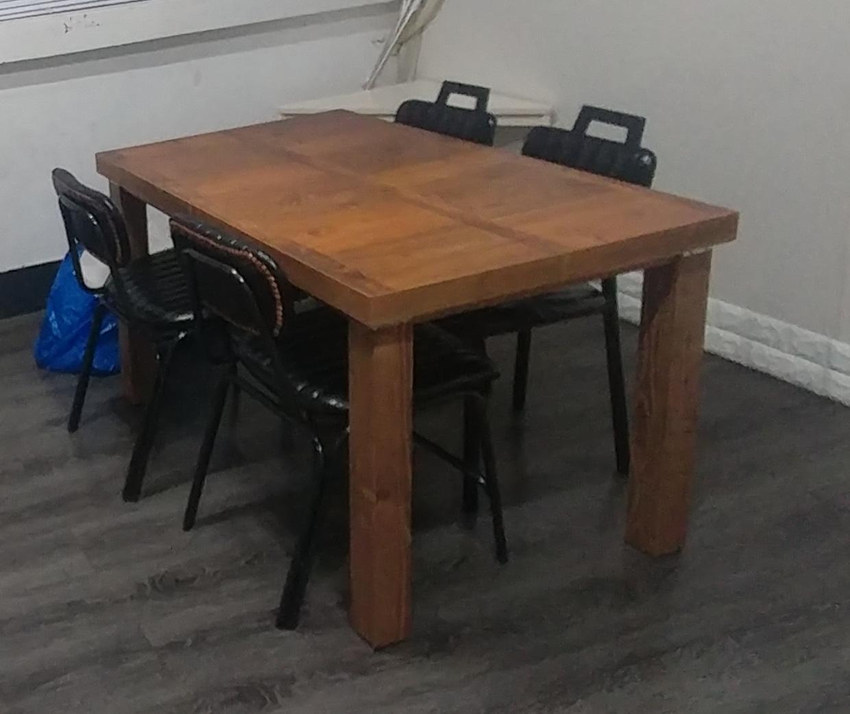 완전 새것 - 테이블 의자 세트로 판매 : 다리분리 이동가능