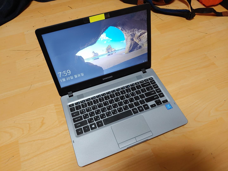 삼성 보급형 사무용 노트북 팝니다.