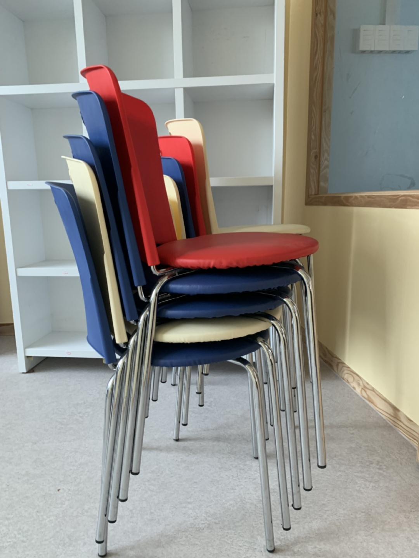 쿠션감있는 의자