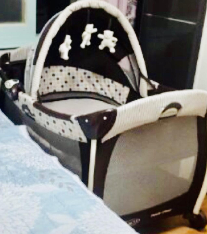 그라코 접이식 아기침대