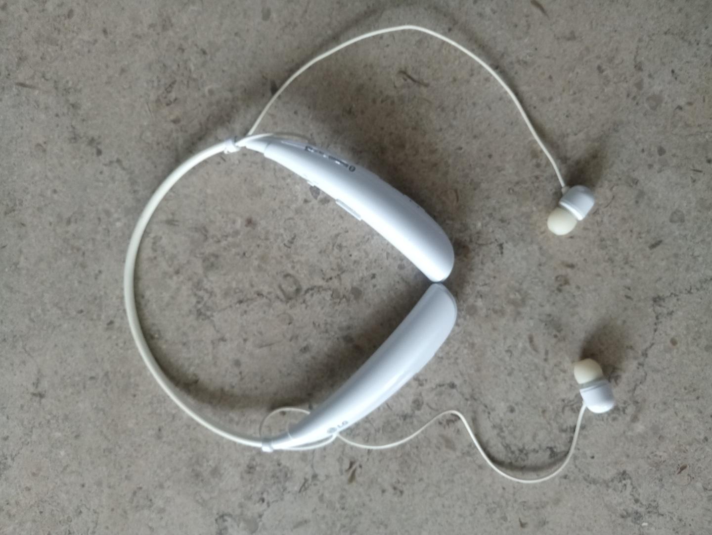 LG  블루투스 이어폰 팝니다