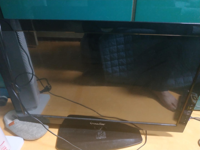 크로스오버32인치모니터팝니다