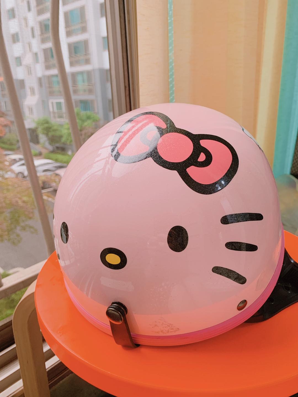 대만에서 구입한 키티헬멧 (새제품)