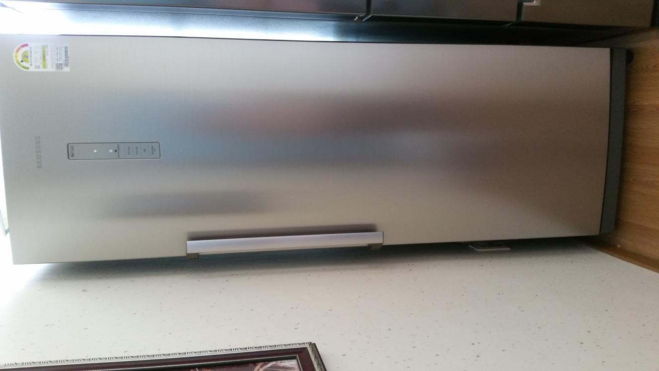 김치냉장고 280리터입니다